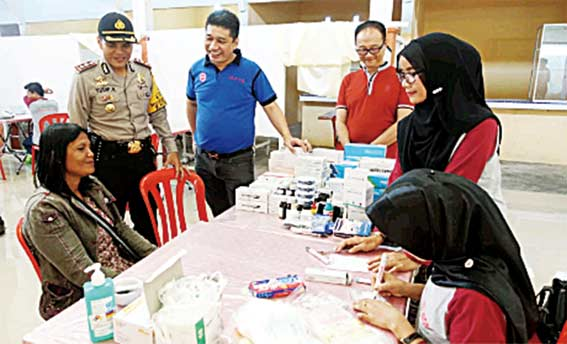 Jelang Imlek, IKPTB Serahkan 2.000 Paket Sembako