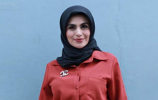 Asha Shara Cuma Galau, Bantah Lepas Jilbab