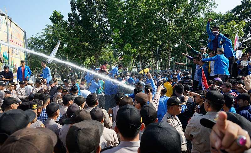 Tuntut Tegakkan Keadilan HAM, Demo BEM Nusantara Ricuh