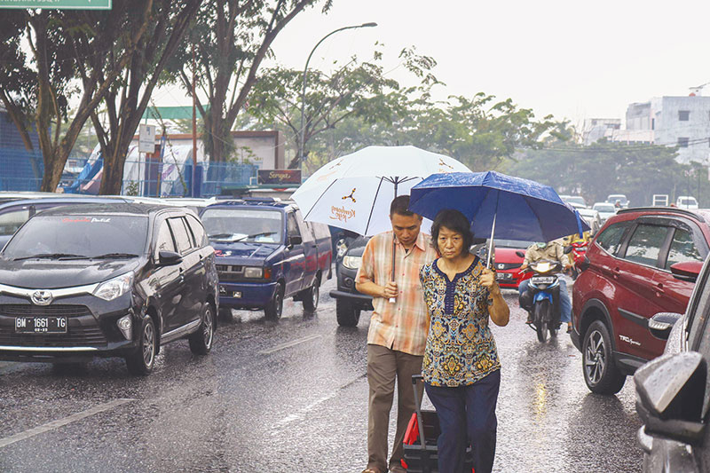 Diguyur Hujan, Asap Belum Hilang