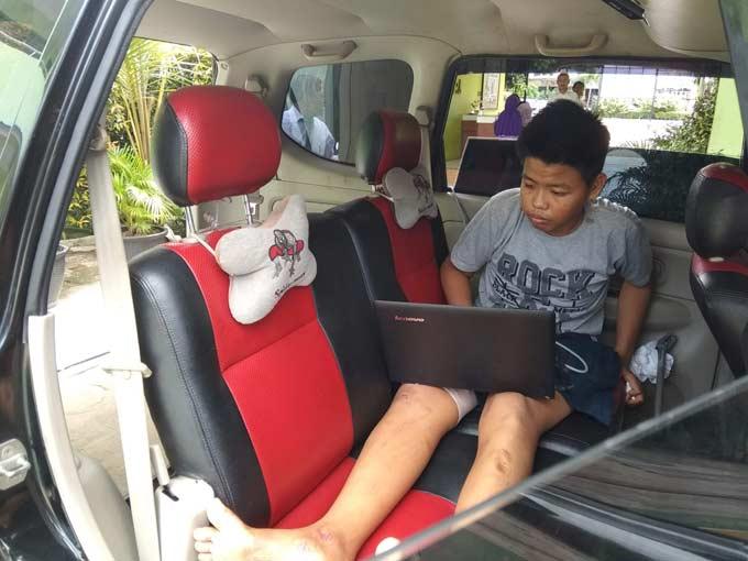 Paha Patah, Tetap Semangat Ujian dalam Mobil