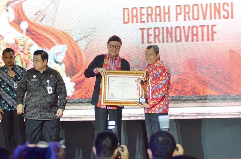Riau Terima Penghargaan Provinsi Terinovatif