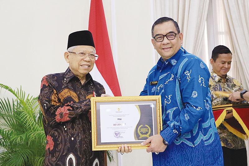 Pemprov Riau Raih Penghargaan Keterbukaan Informasi Publik