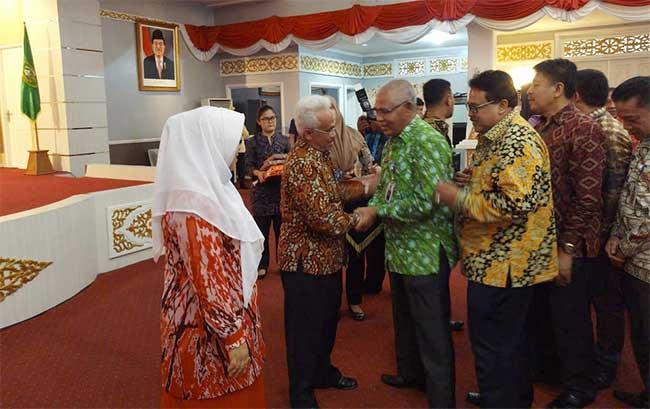 Asisten II Pemprov Riau Minta Dikeluarkan Dari Grup WA PTP