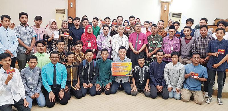 Bank Riau Kepri Serahkan Beasiswa ke Luar Negeri kepada Yapari