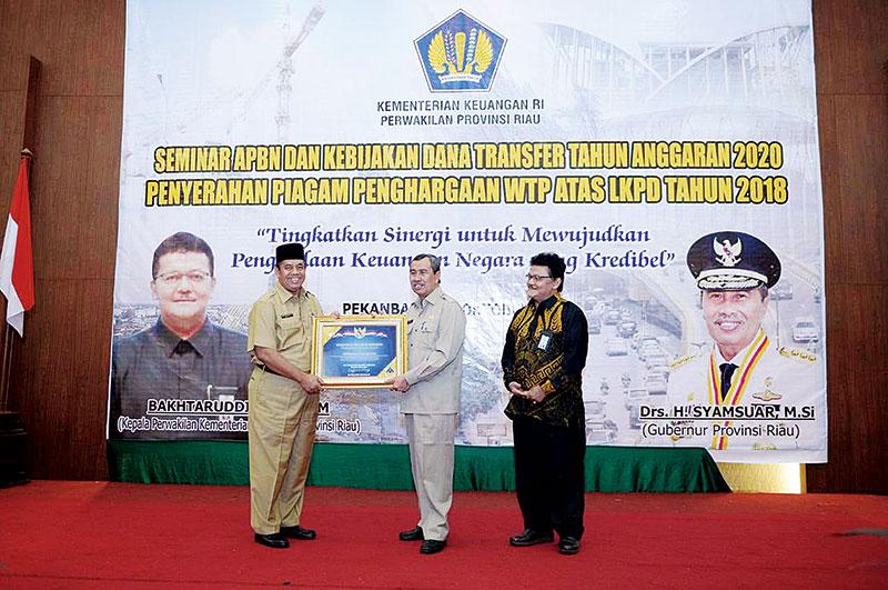 Pemprov Riau Terima Penghargaan WTP 2018