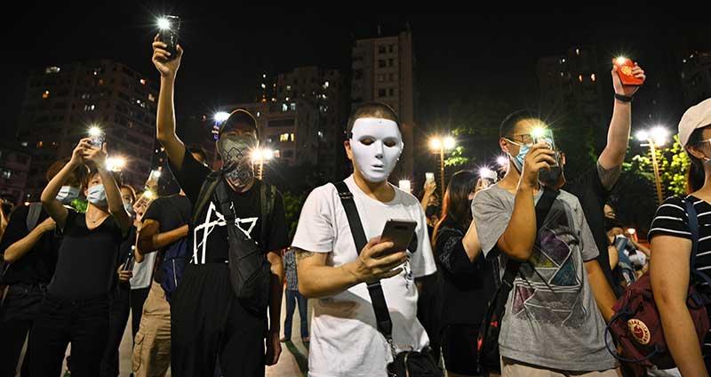 Tutup Wajah Dilarang, Hongkongers Membangkang