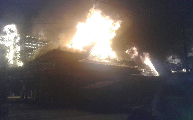 Pasar Sungai Salak Ludes Terbakar