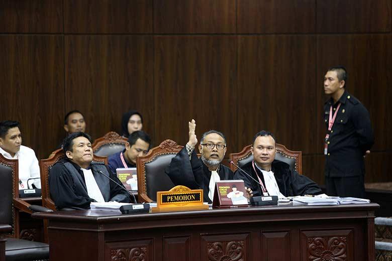 Drama Saksi di Sidang MK