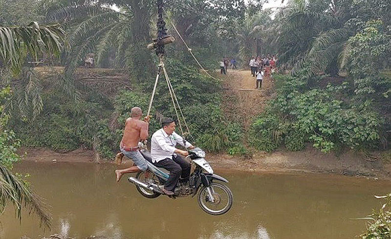Katrol Pengangkut TBS Dijadikan Jalan Pintas Warga Dua Desa di Rohul