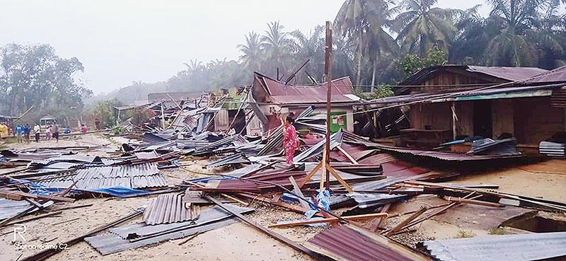 Puting Beliung Terjang Puluhan Rumah di Rohil