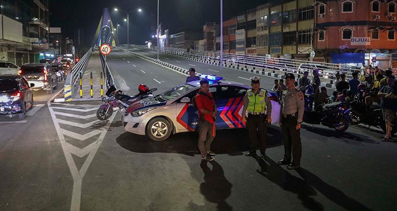Tawuran Mencekam di Jembatan Abdul Jalil Alamuddin Syah