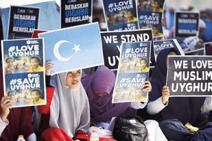 Aksi Bela Muslim Uyghur, Diwarnai Bakar Bendera dan Foto Presiden Cina