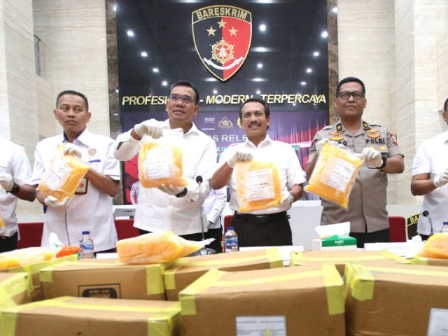 Polisi Gagalkan Impor Kuning Telur Asin Rp1 M