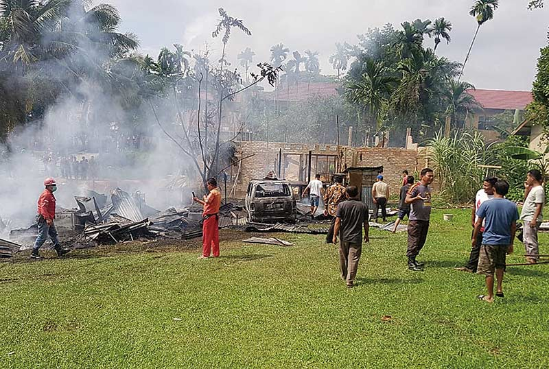Rumah Terbakar, Satu Mobil Hangus