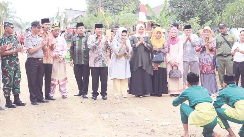 Bangun Jalan Poros Desa Pasir Jaya