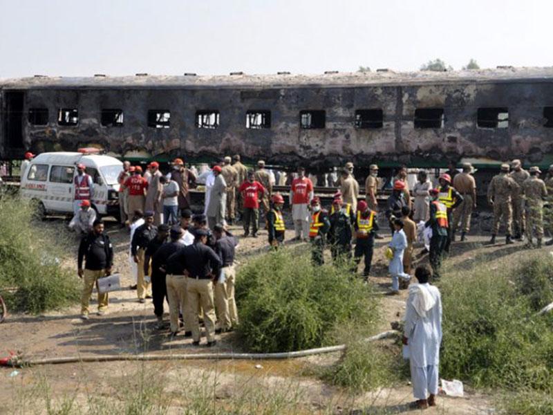 Penumpang Masak di Gerbong, Kereta Api Terbakar, 74 Tewas