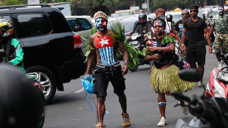 Gubernur Papua Pusing, Ratusan Mahasiswa Pulang Kampung