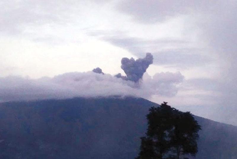 Status Waspada, Tunda Rayakan HUT RI di Gunung Marapi