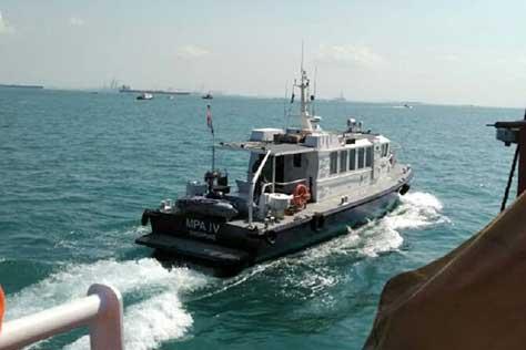 Tabrak Kapal Tanker,  Tugboat Terbalik