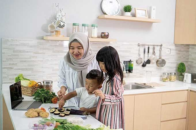 The Premiere Hotel Gelar Online Cooking Class Mom and Kids
