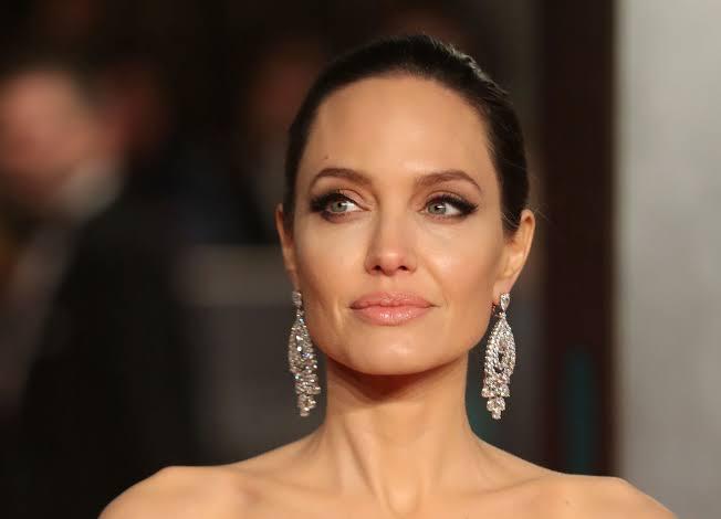 Kesedihan Angelina Jolie dari Surat Gadis Afghanistan