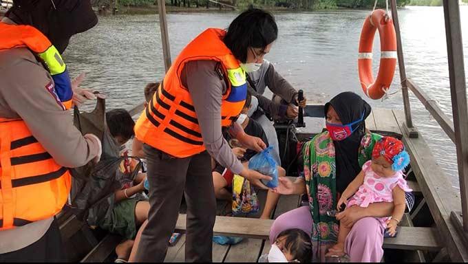 Lomba Mewarnai untuk Anak di Atas Perahu
