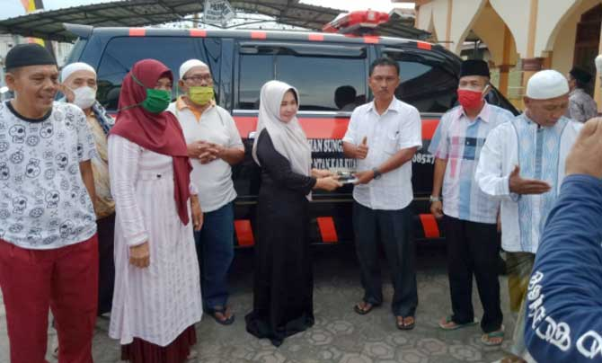 Hj Juniwarti Sumbangkan Satu Unit Ambulans