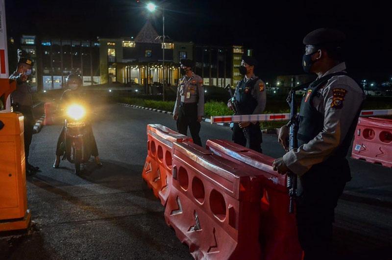 Viral, Pemukulan Petugas Jaga Mapolda oleh Perwira