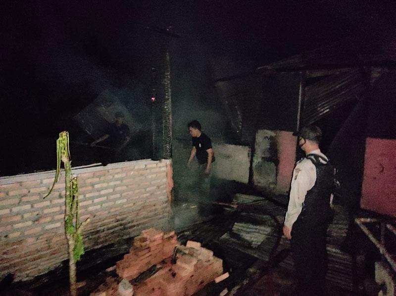 Korsleting Listrik, The Café Ujung Batu Hangus Terbakar