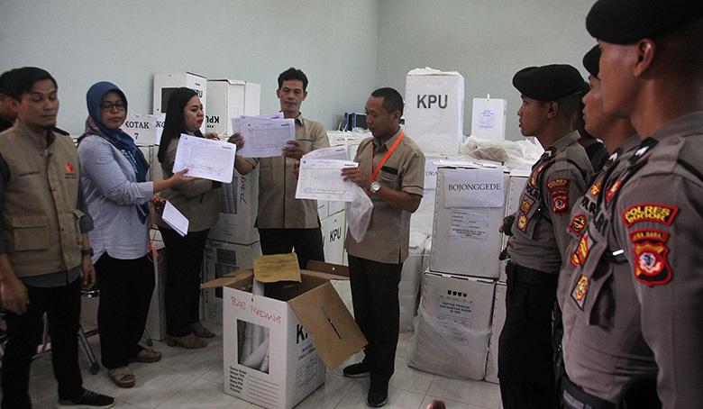 KPU-Bawaslu Serahkan Dokumen Bukti