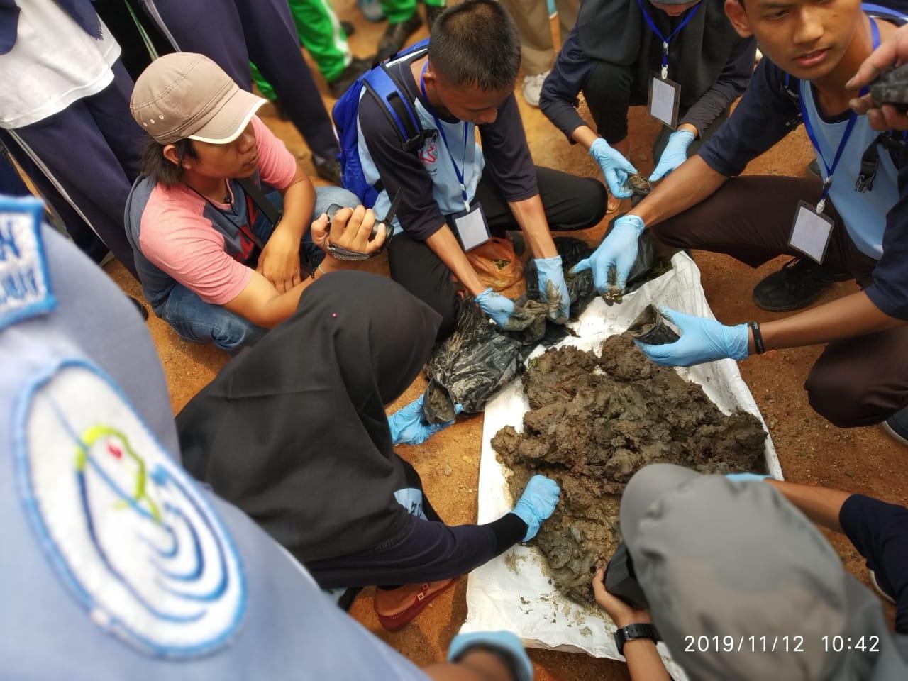Ratusan Siswa SPI Kepulauan Meranti Gelar Aksi Pembibitan Mangrove