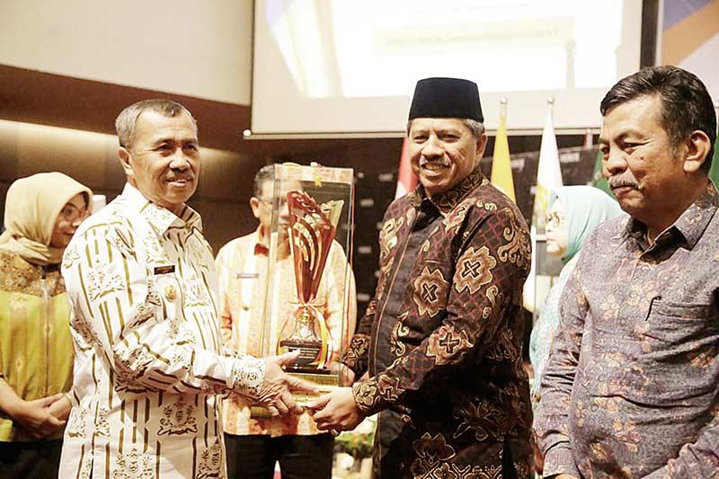 Siak Raih Pembangunan Daerah Terbaik Se-Riau