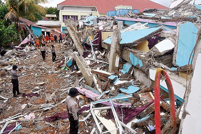 37 Gempa Susulan, 73 Orang Meninggal