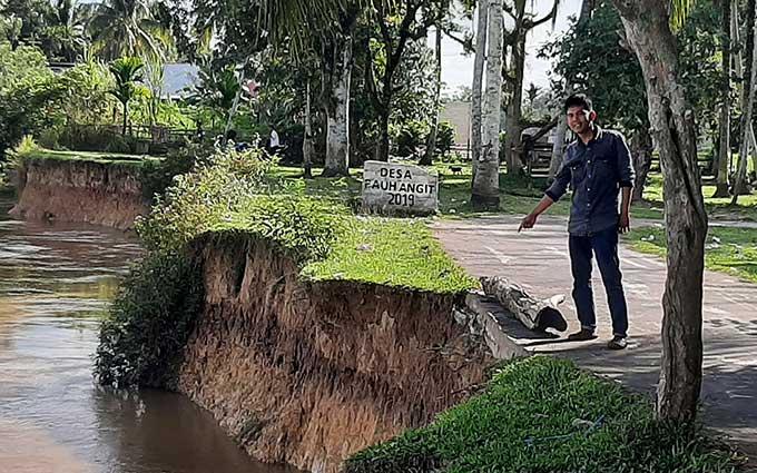 Abrasi Sungai Kuantan Ancam Jalan dan Rumah