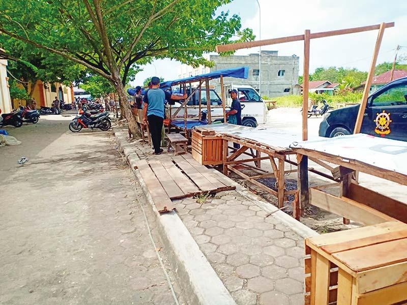 Disdagperin Tertibkan 50 PKL di Pinggir Jalan