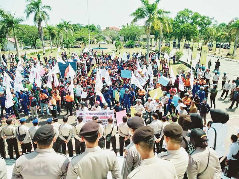 Massa Buruh Tolak RUU Omnibus Law