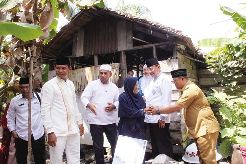 Korban Kebakaran di Kayu Jati Terima Bantuan