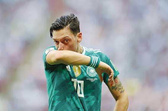 Tak Dihargai, Mesut Ozil pun Pergi