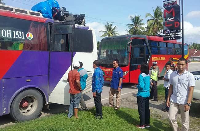 Polisi Berhentikan Bus AKAP