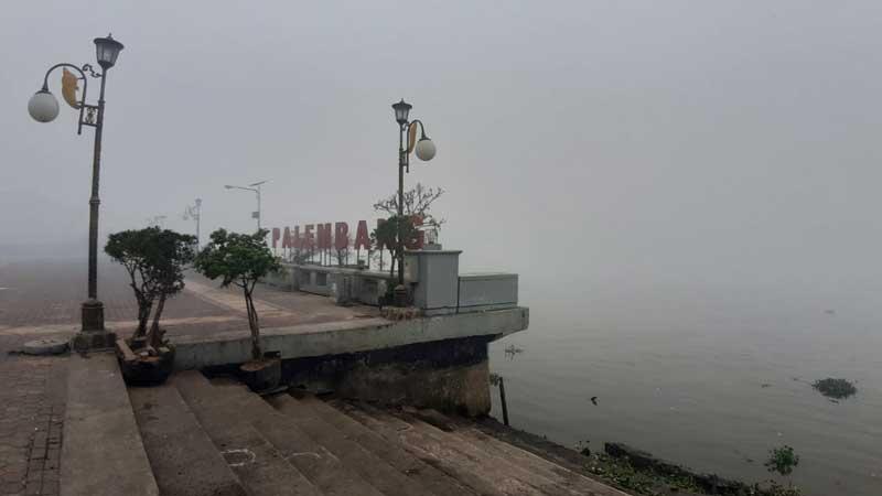 Kabut Asap Parah, Jarak Pandang di Palembang Hanya 50 Meter