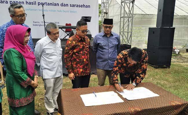 Petani Muda Riau Terima Bantuan Bibit Sapi dari Chevron