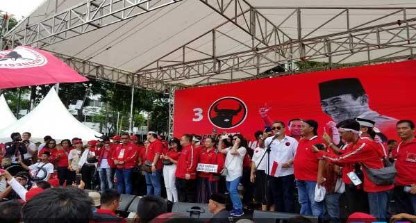 Konser Putih Jokowi-Ma'ruf: Masyarakat di Dalam, Parpol di Luar Stadion
