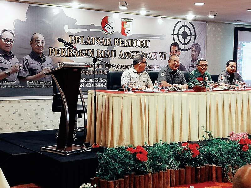 Atlet Muda Riau Sabet Emas Kejurnas Menembak