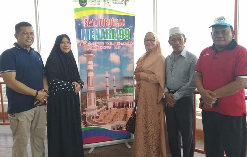 Istri Wagubri Kunjungi Masjid Agung Serasa di Medinah