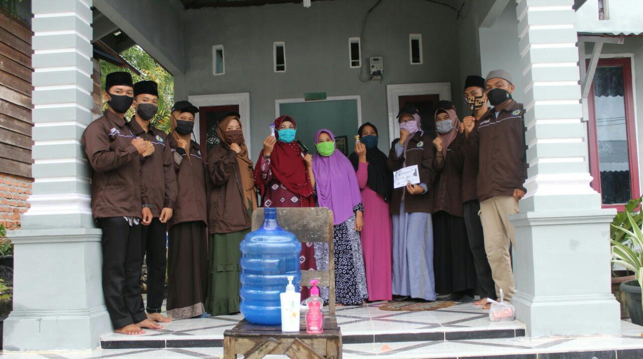 Mahasiswa KKN Hubbulwathan Ciptakan Hand Sanitizer Dibagikan Gratis