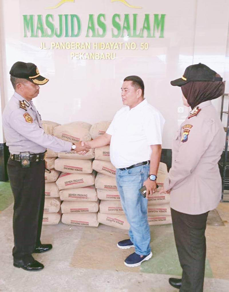 Bantuan Semen untuk Pembangunan Masjid