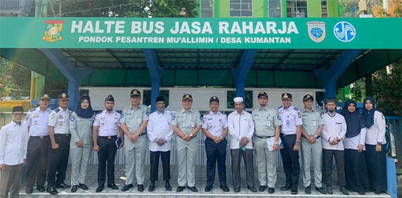 PT Jasa Raharja Cabang Riau Bangun Halte di Kampar