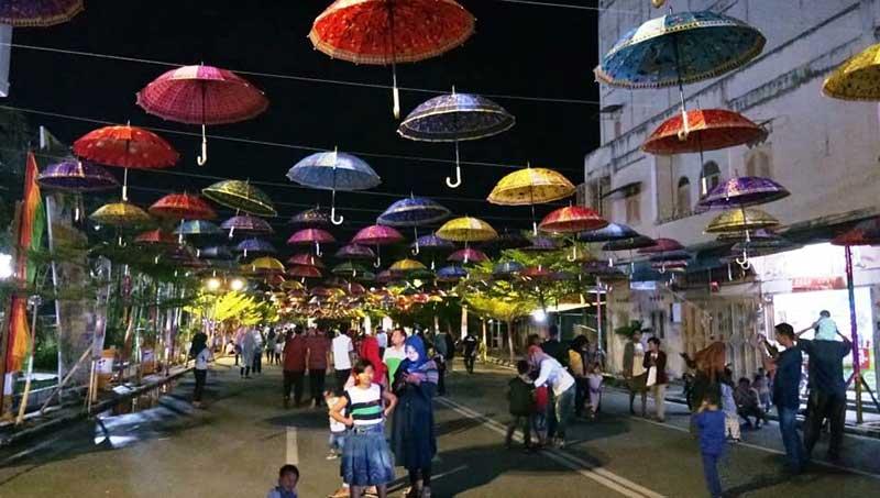Payung Aneka Warna Percantik Wajah Kota
