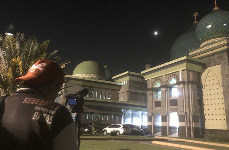 Salat Khusuf  Sambut Puncak Gerhana Bulan Parsial di Langit Pekanbaru